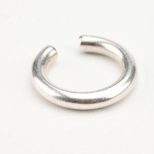 Ασημί σκουλαρίκι περαστό