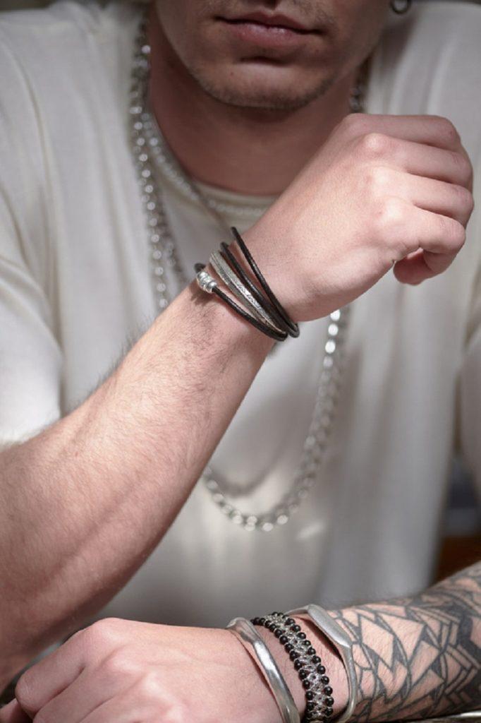 3 + 1 στυλ σε ανδρικά κοσμήματα για άρτιες καλοκαιρινές εμφανίσεις